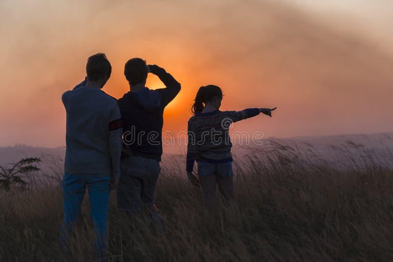 Τοπίο ηλιοβασιλέματος ανθρώπων στοκ φωτογραφίες με δικαίωμα ελεύθερης χρήσης