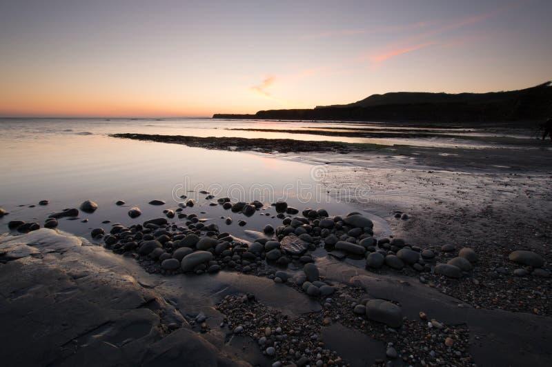 Τοπίο ηλιοβασιλέματος κόλπων Kimmeridge στοκ εικόνες