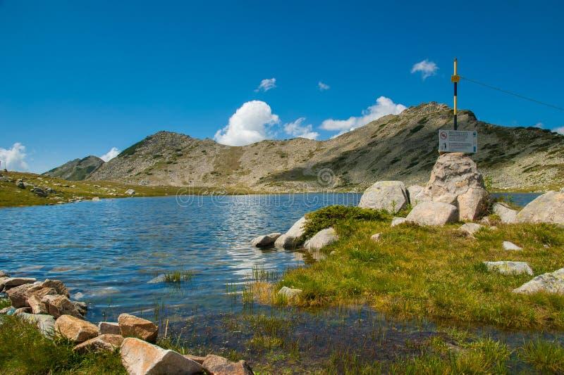 Τοπίο λιμνών Pirin Tevno βουνών στοκ εικόνες