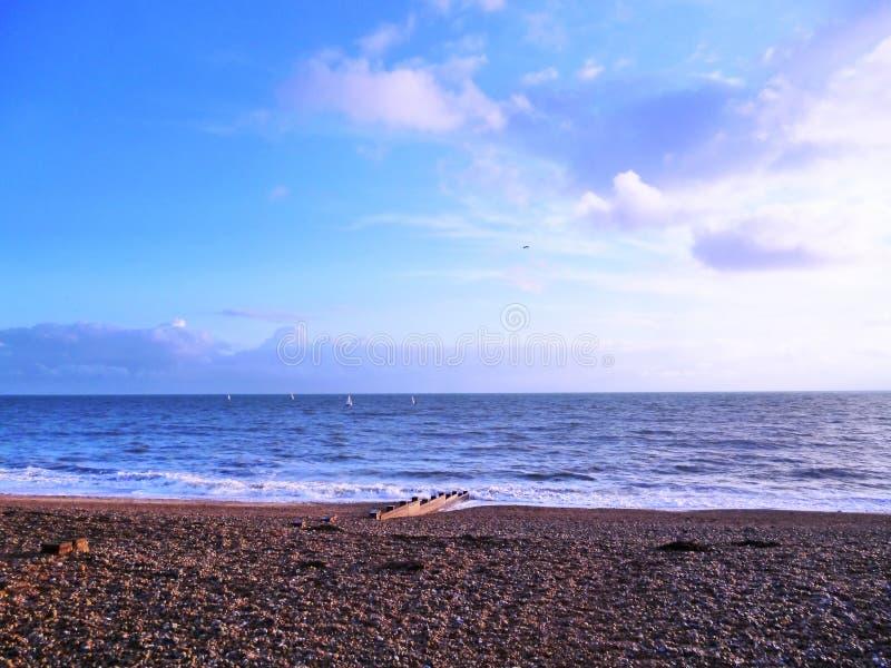 Τοπίο κρητιδογραφιών ηλιοβασιλέματος της αγγλικής θάλασσας καναλιών στο Σάσσεξ στοκ εικόνες με δικαίωμα ελεύθερης χρήσης