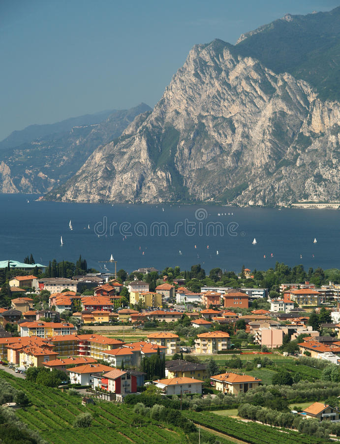 τοπίο λιμνών της Ιταλίας garda στοκ φωτογραφία με δικαίωμα ελεύθερης χρήσης