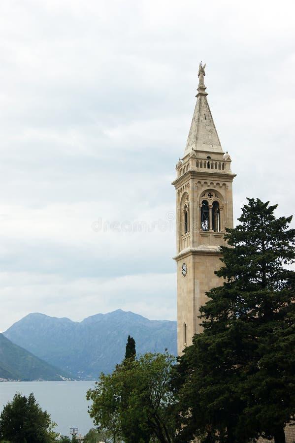 Τοπίο με έναν πύργο κουδουνιών στοκ φωτογραφία