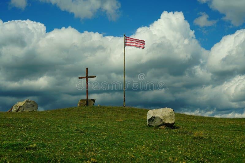 Τοπίο με έναν σταυρό και μια σημαία στοκ εικόνα με δικαίωμα ελεύθερης χρήσης