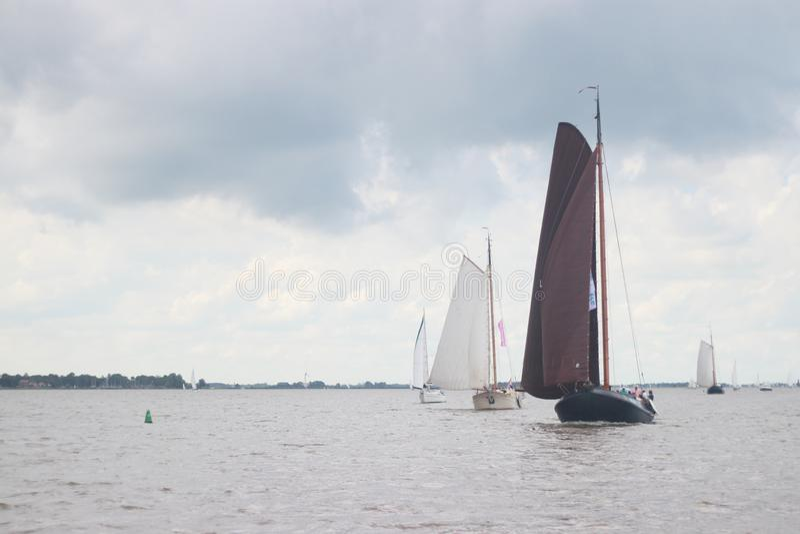 Τοπίο με τις υδάτινες οδούς και τα κανάλια της Ολλανδίας στοκ εικόνες με δικαίωμα ελεύθερης χρήσης