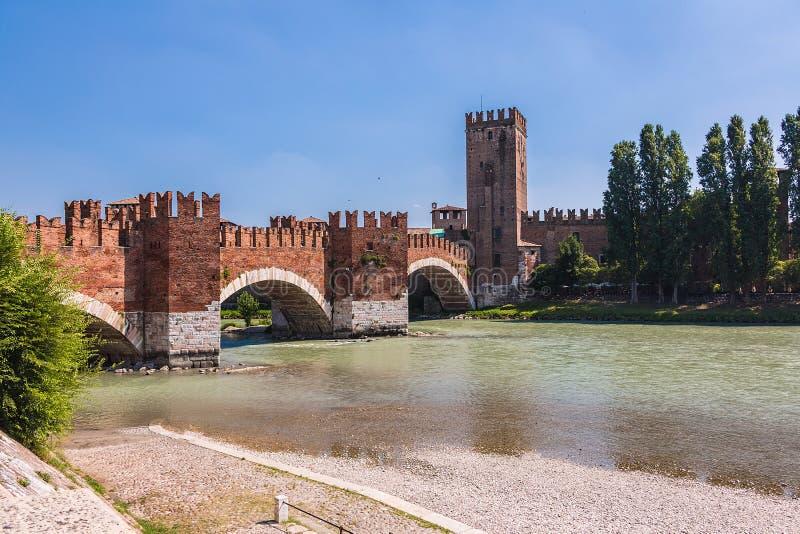Τοπίο με τον ποταμό Adige και Ponte Scaligero και Castelvecchio στοκ εικόνες με δικαίωμα ελεύθερης χρήσης