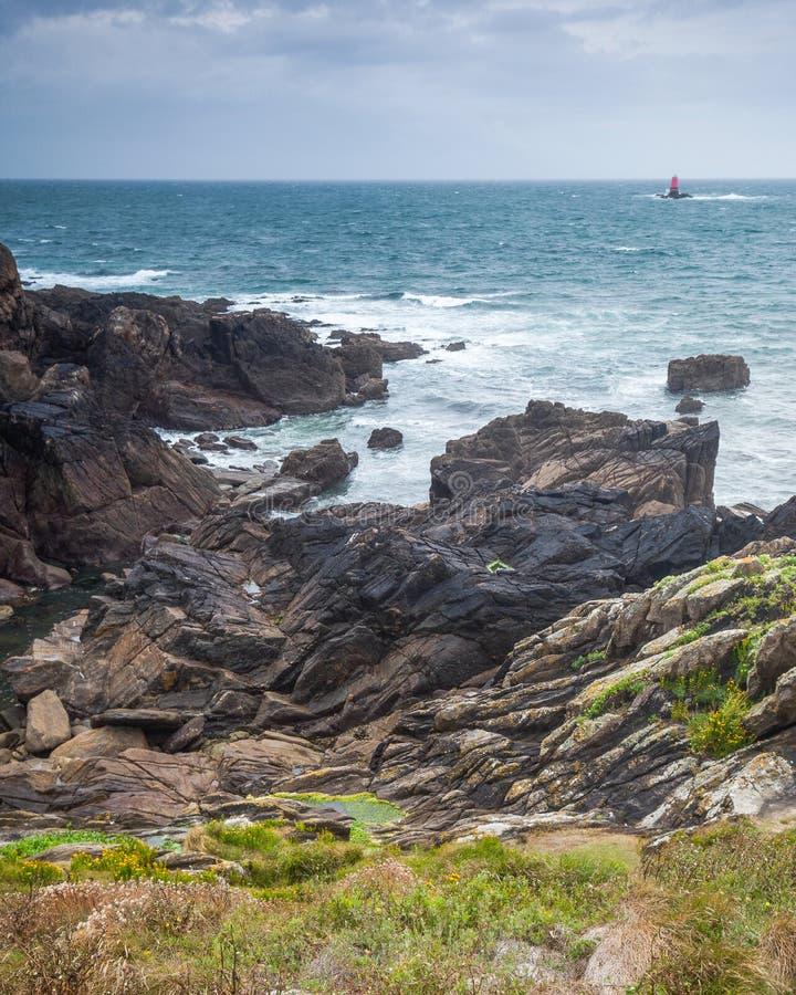 Τοπίο με τον ωκεανό και searocks σε Pointe Άγιος-Mathieu στη Βρετάνη, Γαλλία στοκ εικόνα με δικαίωμα ελεύθερης χρήσης