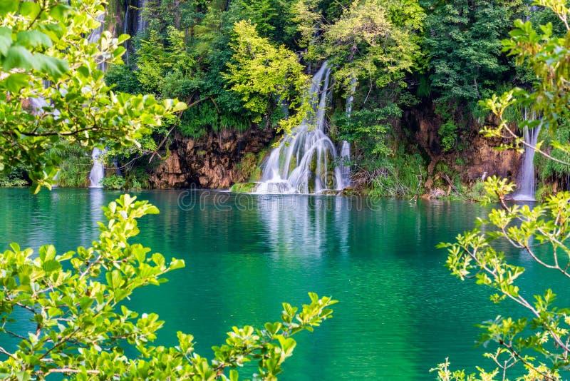 Τοπίο με τους όμορφους καταρράκτες στο εθνικό πάρκο λιμνών Plitvice, Κροατία στοκ εικόνες