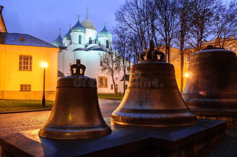 Τοπίο νύχτας - καθεδρικός ναός και veche κουδούνια του ST Sophia στο πάρκο Veliky Novgorod Κρεμλίνο novgorod Ρωσία veliky στοκ εικόνα