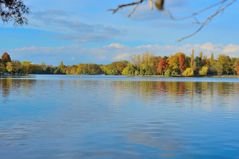Τοπίο στη λίμνη στοκ εικόνες