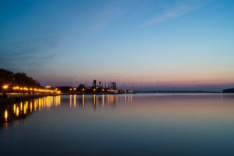 Τοπίο της λίμνης νύχτας στοκ φωτογραφίες