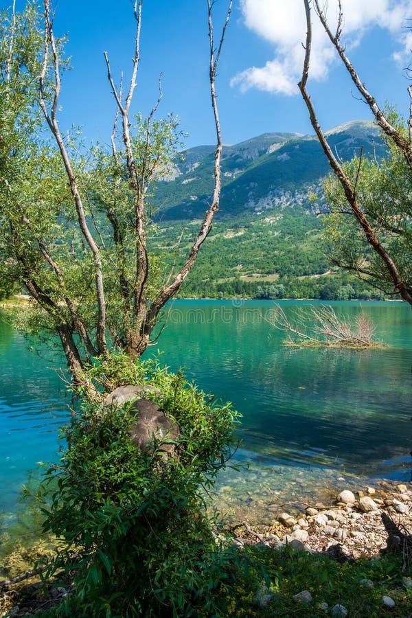 Τοπίο της λίμνης Barrea, Abruzzo, Ιταλία στοκ φωτογραφία