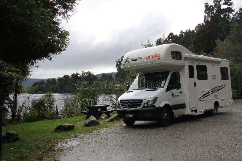 Τοπίο της Νέας Ζηλανδίας από τον ποταμό στοκ εικόνα με δικαίωμα ελεύθερης χρήσης