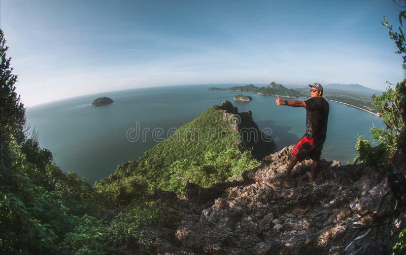 Τοπίο της παραλίας και του νησιού από την άποψη Khao Lom Muak στοκ εικόνες με δικαίωμα ελεύθερης χρήσης