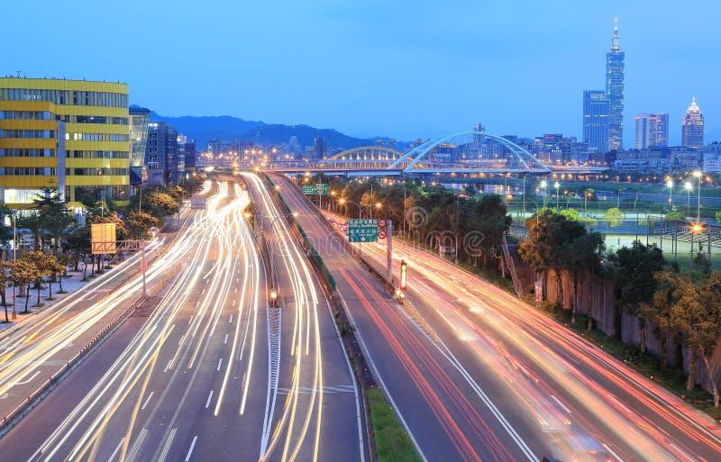 Τοπίο της πόλης της Ταϊπέι, της Ταϊπέι 101 και της στο κέντρο της πόλης περιοχής στοκ εικόνες