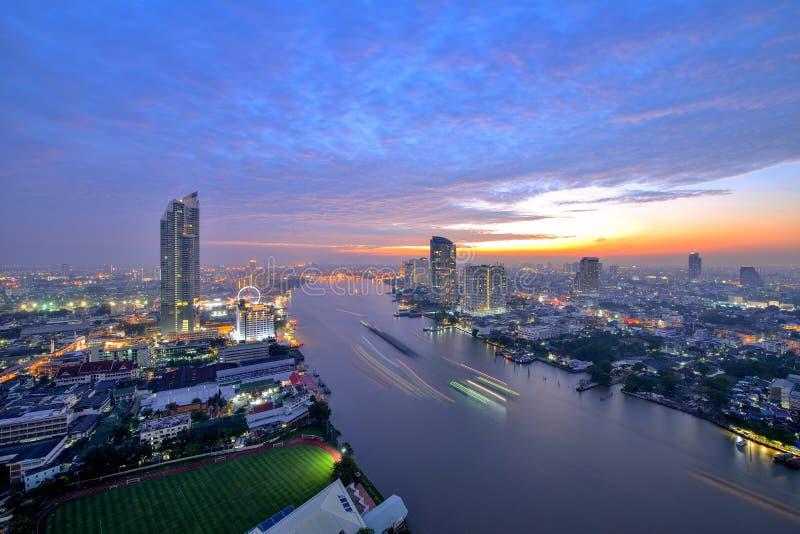Τοπίο της Ταϊλάνδης: Ποταμός Phraya Chao στο ηλιοβασίλεμα στοκ εικόνα με δικαίωμα ελεύθερης χρήσης