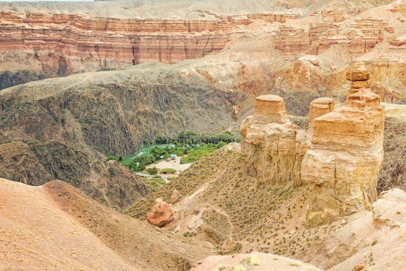 Τοπίο του κεντρικού μέρους του φαραγγιού Charyn στο Καζακστάν στοκ φωτογραφία