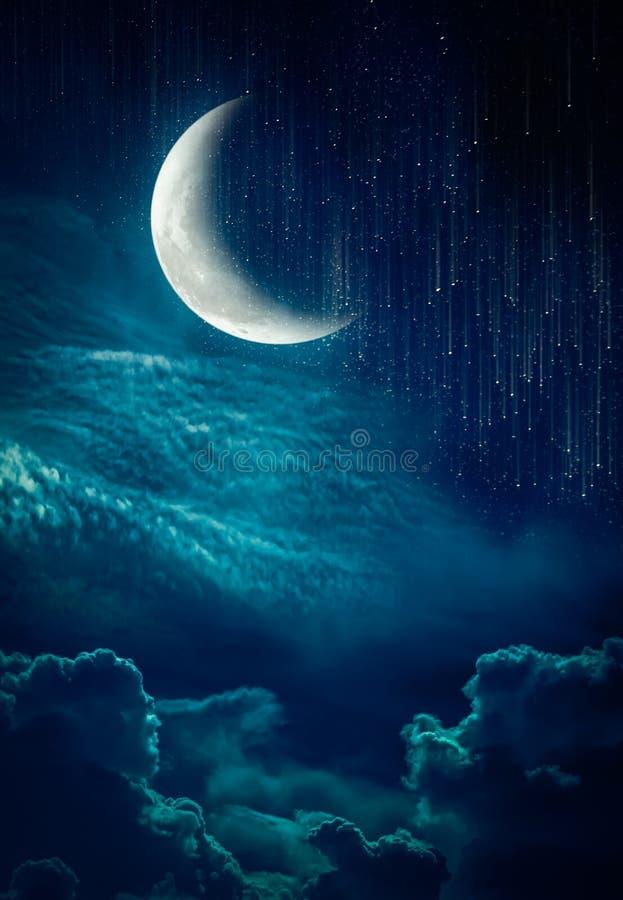 Τοπίο του ουρανού με την ημισέληνο, πολλά αστέρια και ντους μετεωριτών στοκ φωτογραφία με δικαίωμα ελεύθερης χρήσης
