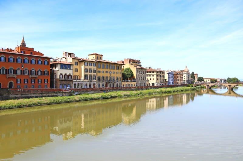 Τοπίο του ποταμού Arno στην πόλη Ιταλία της Φλωρεντίας στοκ εικόνες
