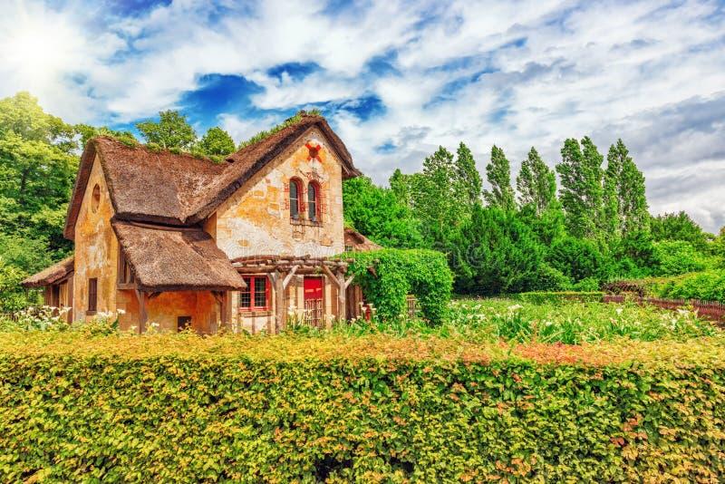 Τοπίο του χωριουδακιού κτήμα βασίλισσας Marie Antoinette's κοντά σε Versail στοκ φωτογραφίες