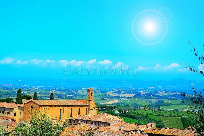 Τοπίο του SAN Gimignano κάτω από έναν λάμποντας ήλιο στοκ φωτογραφίες