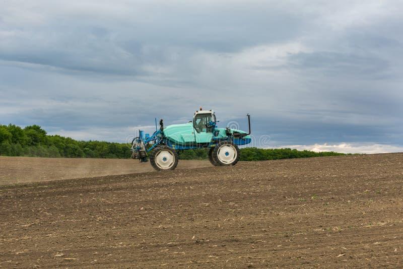 Τοπίο τρακτέρ μηχανών γεωργίας αγρονομίας στοκ εικόνα