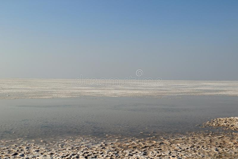 Τοπίο των αλατισμένων τομέων Dhordo στοκ εικόνες