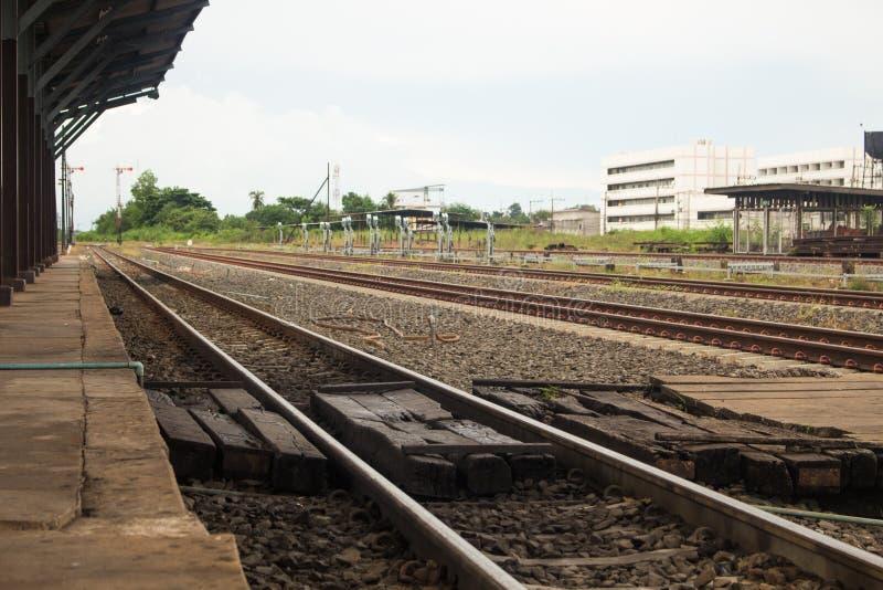 Τοπίο των διαδρομών σιδηροδρόμου στο σταθμό τρένου στοκ φωτογραφίες με δικαίωμα ελεύθερης χρήσης