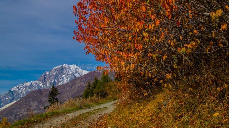 Τοπίο των ιταλικών Άλπεων το φθινόπωρο στοκ φωτογραφία