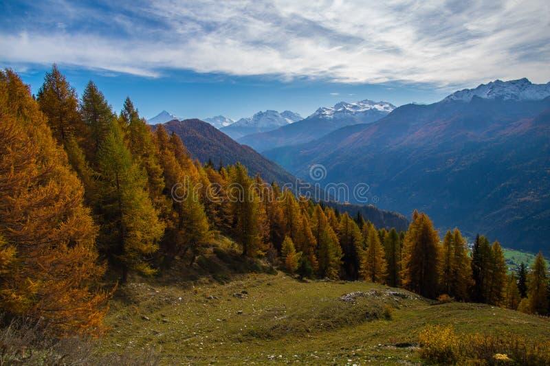 Τοπίο των ιταλικών Άλπεων το φθινόπωρο στοκ εικόνες