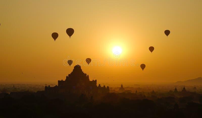 Τοπίο των ναών Bagan στην ανατολή στοκ φωτογραφία με δικαίωμα ελεύθερης χρήσης