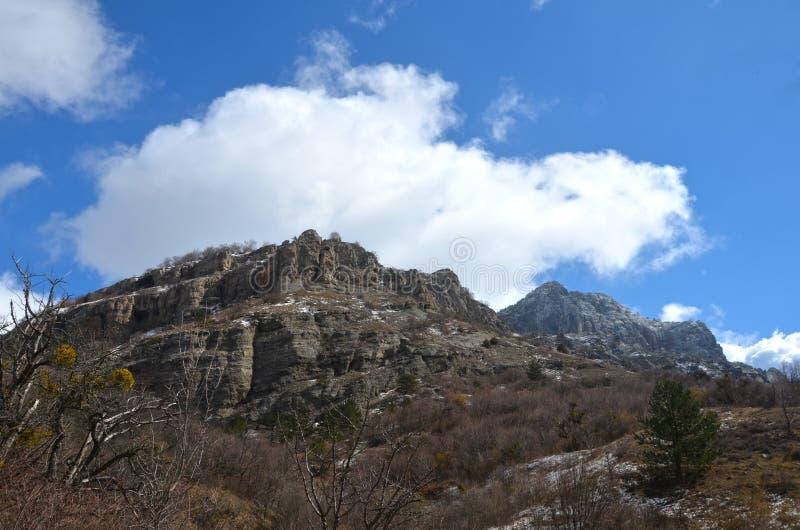 Τοπίο των όμορφων κλίσεων των βουνών Καύκασου στοκ φωτογραφία με δικαίωμα ελεύθερης χρήσης