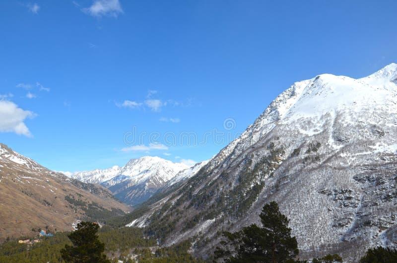 Τοπίο των όμορφων κλίσεων των βουνών Καύκασου στοκ εικόνες με δικαίωμα ελεύθερης χρήσης