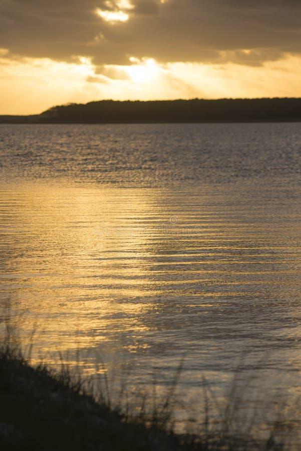 Τοπίο φύσης στην ακτή παραλιών με τον ουρανό ηλιοβασιλέματος στοκ φωτογραφία με δικαίωμα ελεύθερης χρήσης