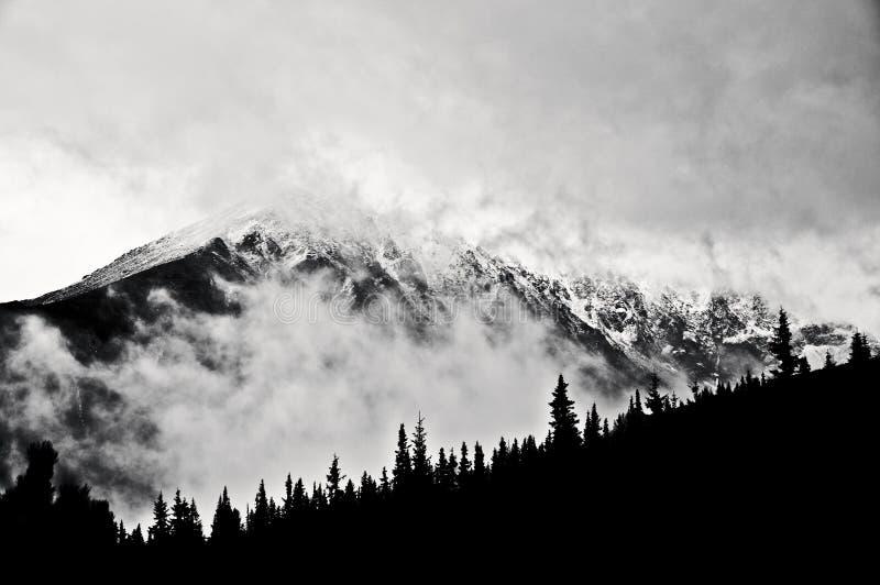 Τοπίο χειμερινών βουνών, πολωνικά βουνά Tatra Γραπτή εικόνα στοκ φωτογραφία με δικαίωμα ελεύθερης χρήσης