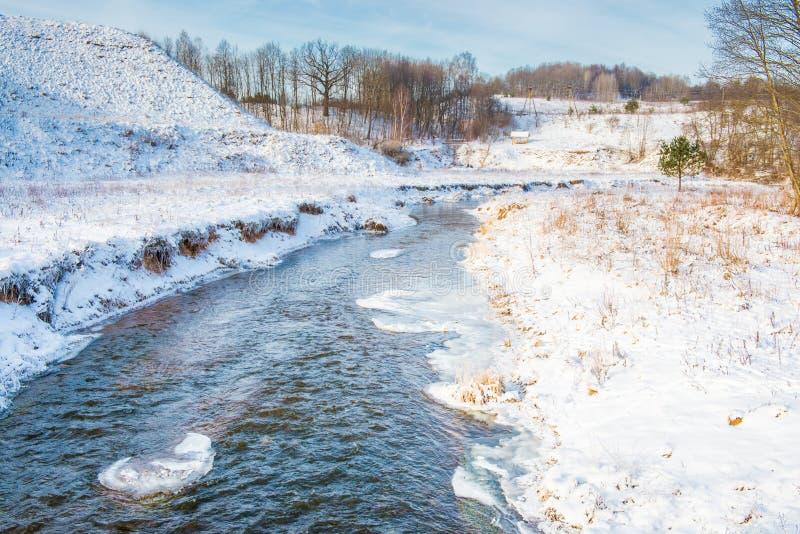 Τοπίο χειμερινών ποταμών στοκ φωτογραφίες