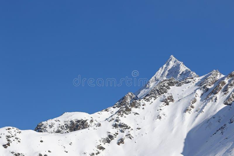 Τοπίο χειμερινών υψηλών βουνών στοκ εικόνα