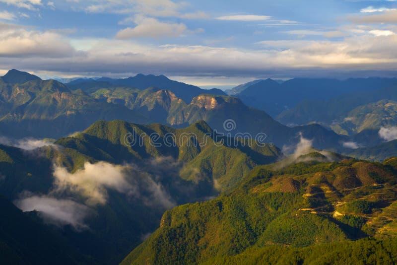 Download Τοπίο Lishui στοκ εικόνα. εικόνα από σύννεφο, ουρανός - 62715497