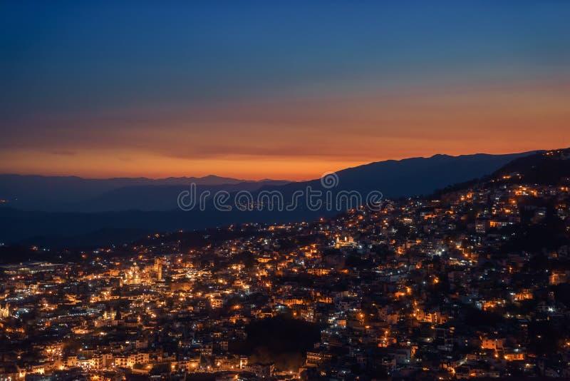 Τοπίο Taxco, Μεξικό τη νύχτα στοκ εικόνα