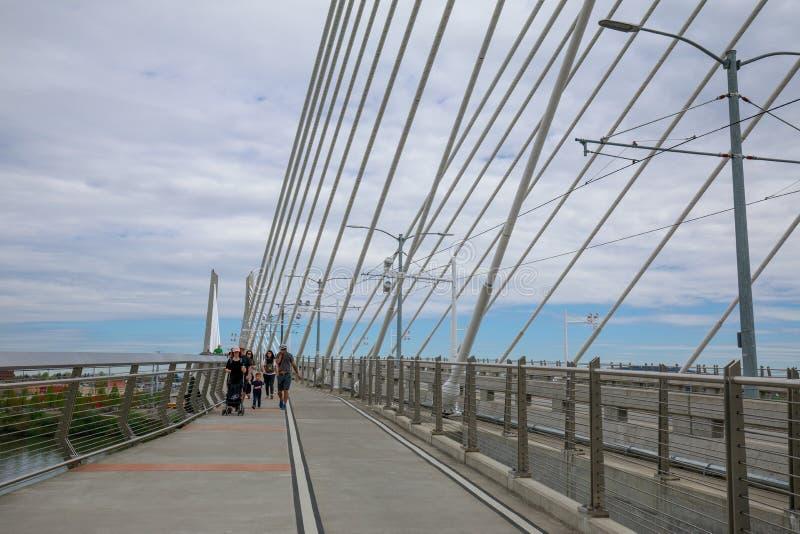 Τοπίο Tilikum που διασχίζει, γέφυρα στο Πόρτλαντ στοκ εικόνες