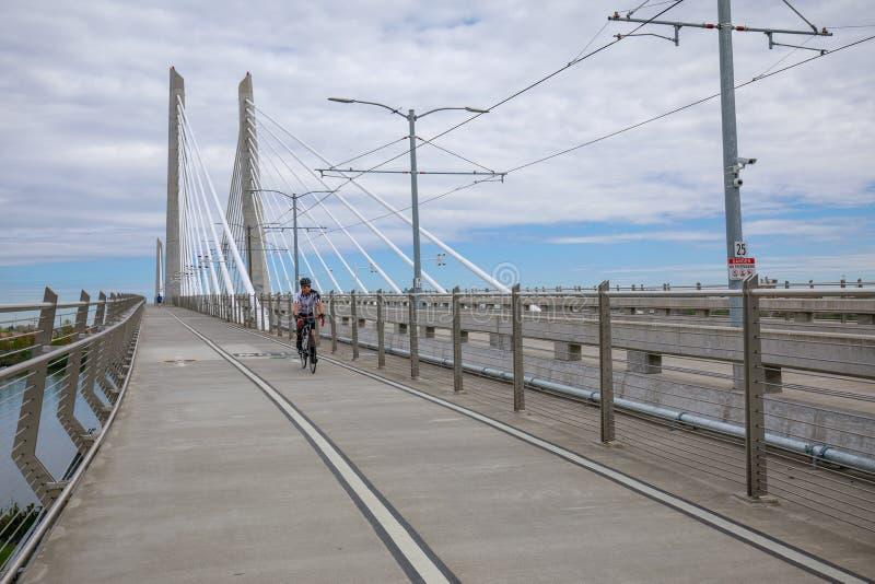 Τοπίο Tilikum που διασχίζει, γέφυρα στο Πόρτλαντ στοκ εικόνα