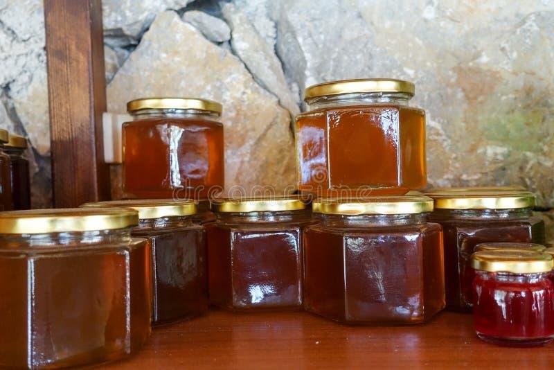 Τοπικά τουρκικά μέλι και βάζα μελιού στοκ φωτογραφία με δικαίωμα ελεύθερης χρήσης
