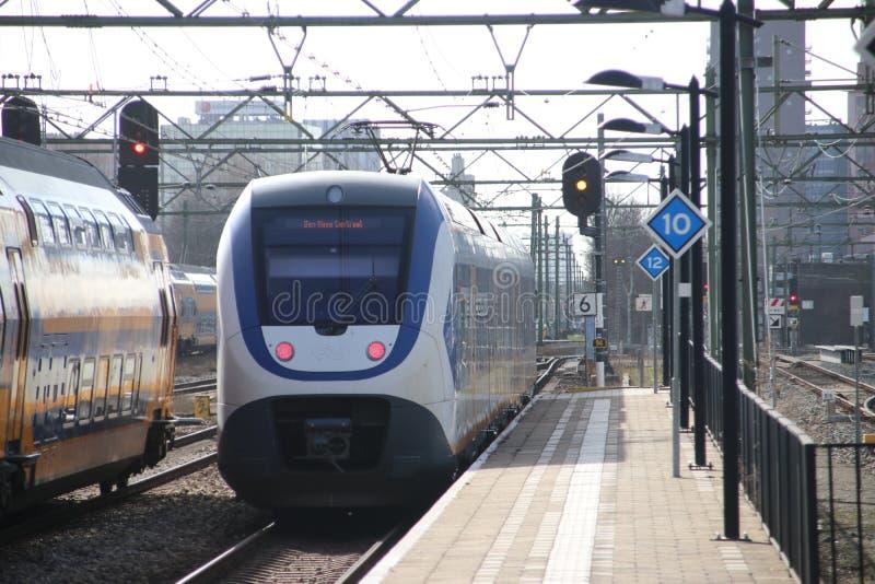 Τοπική αμαξοστοιχία περιφερειακού σιδηροδρόμου SLT στο trainstation της Χάγης Laan van NOI στις Κάτω Χώρες στοκ εικόνα με δικαίωμα ελεύθερης χρήσης