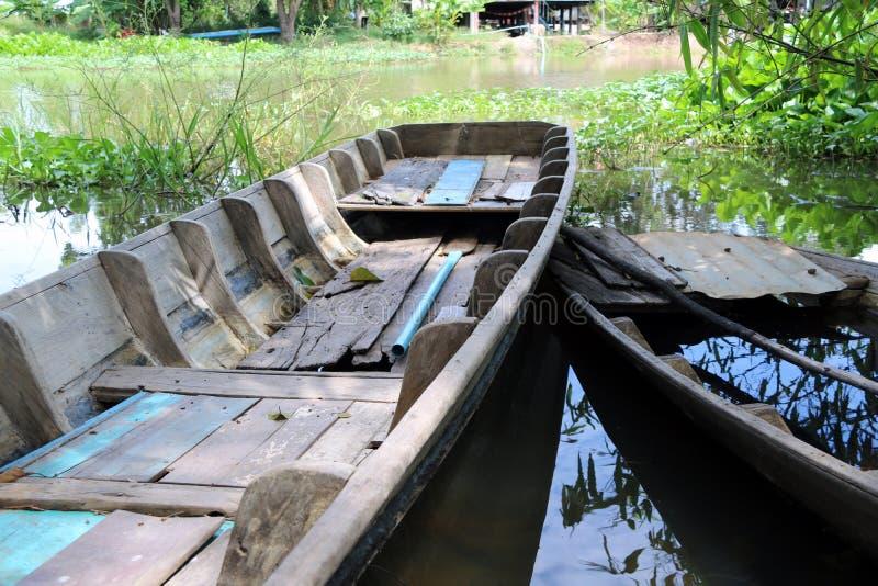 Τοπική sampan βάρκα της Ταϊλάνδης στο κανάλι στοκ φωτογραφίες
