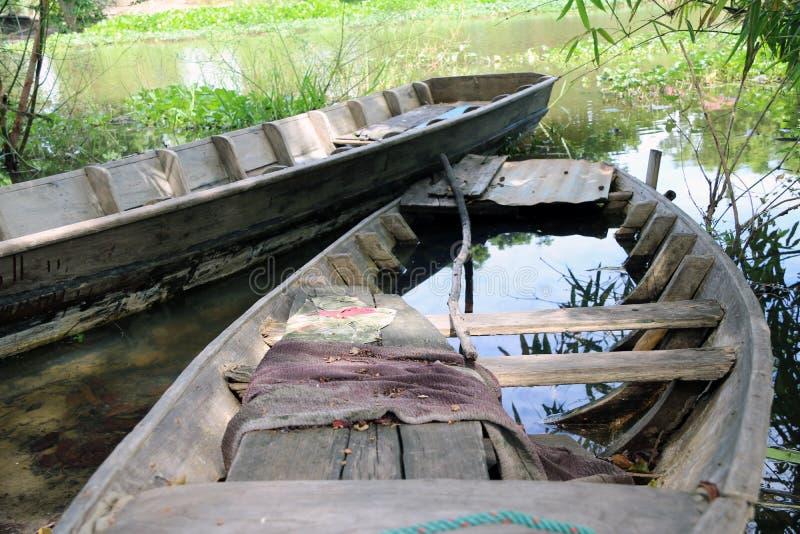 Τοπική sampan βάρκα της Ταϊλάνδης στο κανάλι στοκ εικόνες