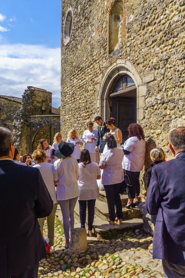 Τοπικός γάμος στο μεσαιωνικό χωριό Perouges στοκ φωτογραφία με δικαίωμα ελεύθερης χρήσης
