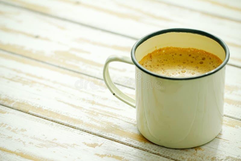 Τοπικός ταϊλανδικός καυτός καφές στο γυαλί, ταϊλανδικό ύφος αντικών στο coffe στοκ φωτογραφία
