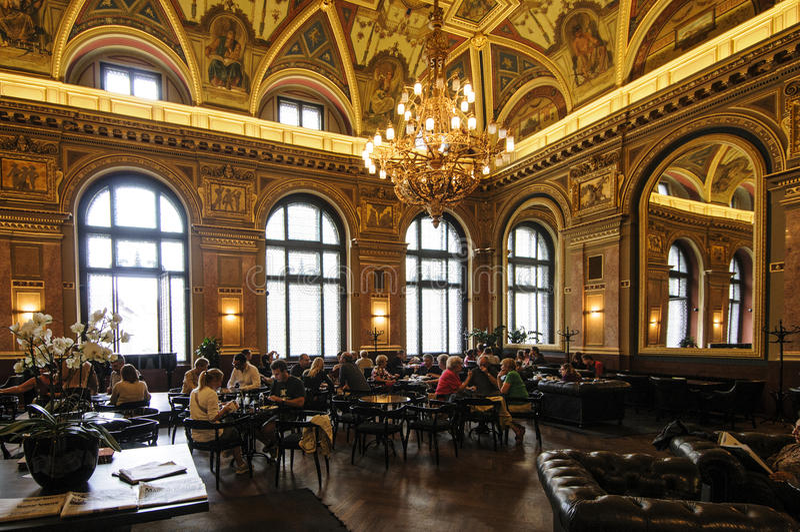 Τοπικό κοινό της Βουδαπέστης Ουγγαρία Ευρώπη στοκ εικόνα με δικαίωμα ελεύθερης χρήσης