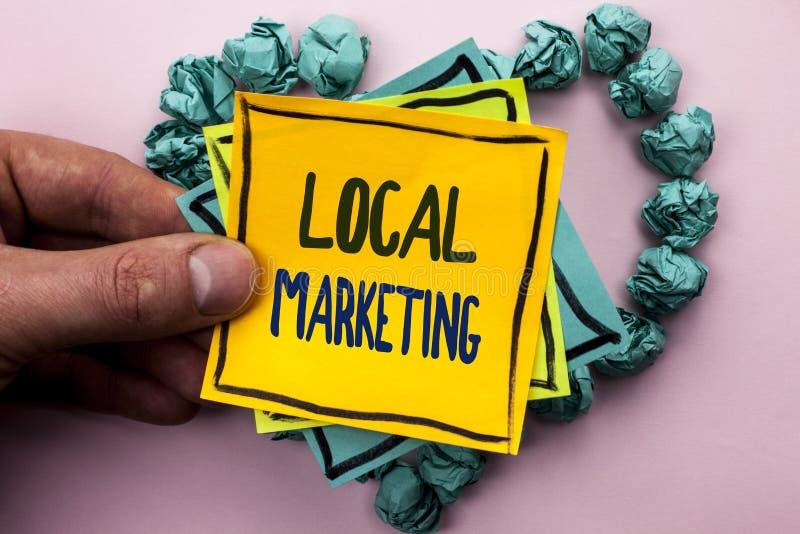 Τοπικό μάρκετινγκ κειμένων γραφής Έννοια που σημαίνει τις περιφερειακές εμπορικές τοπικά ανακοινώσεις διαφήμισης που γράφονται στ στοκ φωτογραφίες