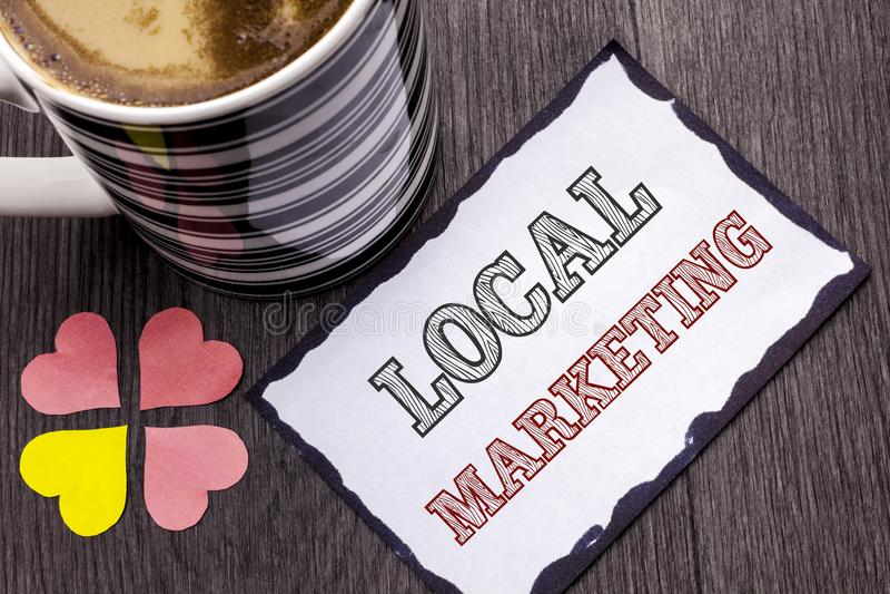 Τοπικό μάρκετινγκ κειμένων γραφής Έννοια που σημαίνει τις περιφερειακές εμπορικές τοπικά ανακοινώσεις διαφήμισης που γράφονται στ στοκ εικόνες