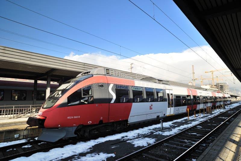τοπικό σύγχρονο τραίνο ταχύτητας qbb της Αυστρίας στοκ εικόνα